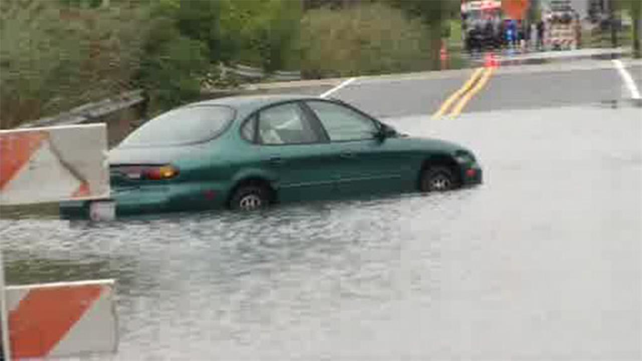 Flood waters shut down Delaware road
