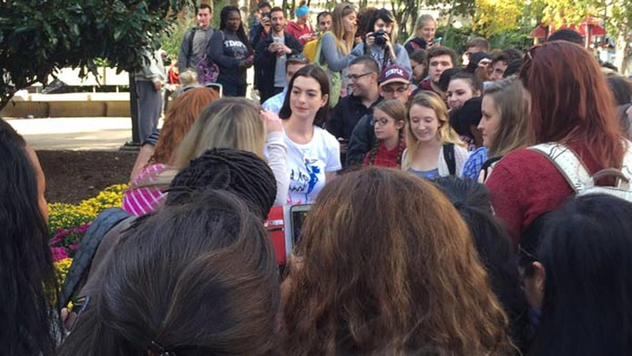 Anne Hathaway sings happy birthday to Temple University student while on campaign trail