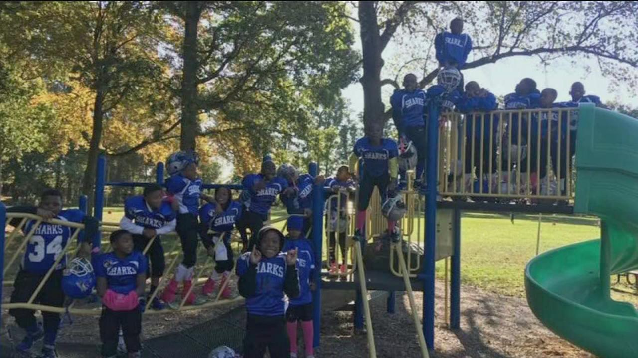 VIDEO: Eagles step in to help youth team