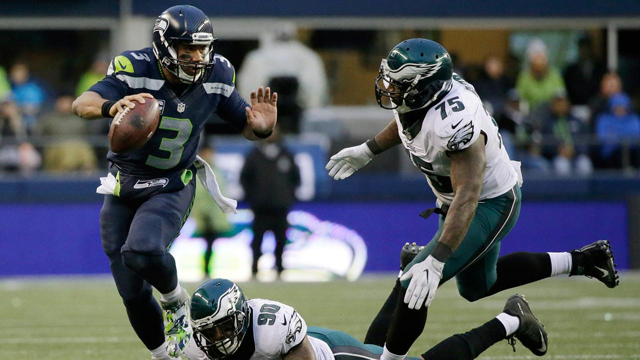Wilson throws, catches, leads Seahawks past Eagles 26-15