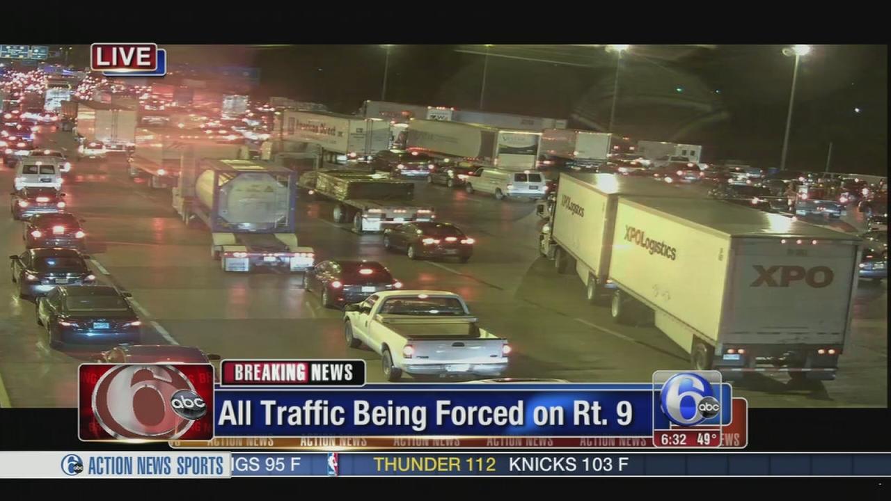 VIDEO: Crash jams traffic on I-295 near Rt. 13 in Delaware