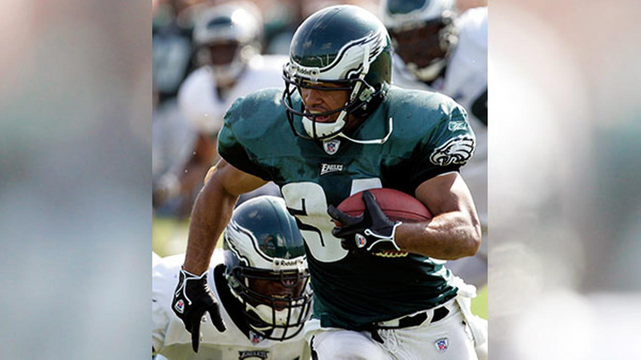 Philadelphia Eagles running back Reno Mahe runs after making a reception during the morning practice at Eagles training camp in Bethlehem, Pa., Wednesday, Aug. 10, 2005.