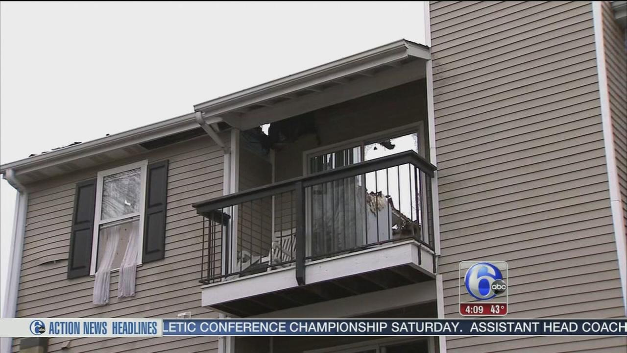 VIDEO: 4 people, including 2 firefighters injured in Dover fire