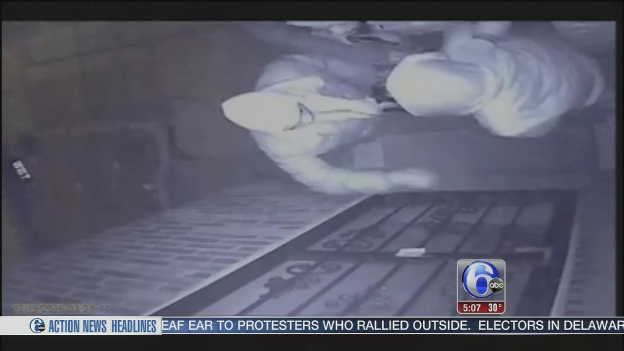 3 masked men rob couple in Olney