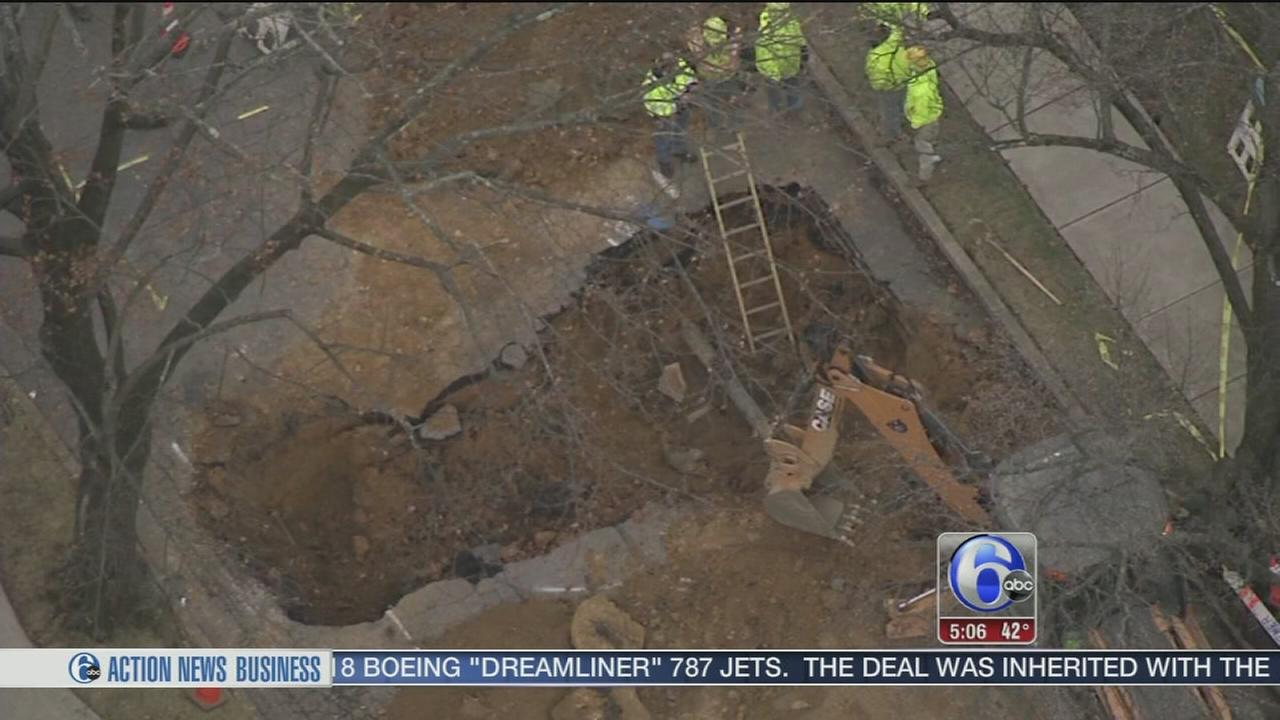 VIDEO: Large sinkhole forces evacuations in Bethlehem, Pa.