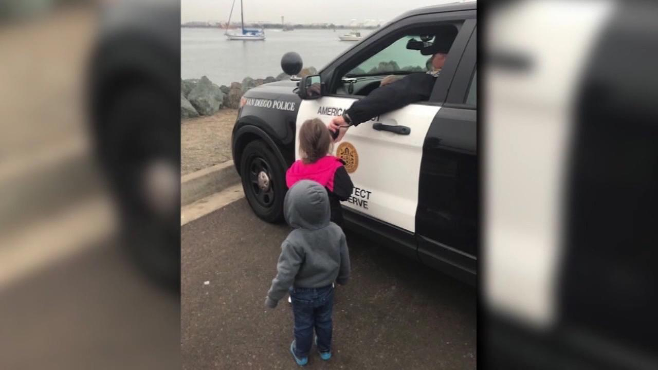 VIDEO: Officer helps kids say bye to dad