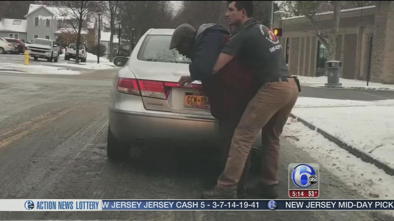 Stranger saves choking man in New York