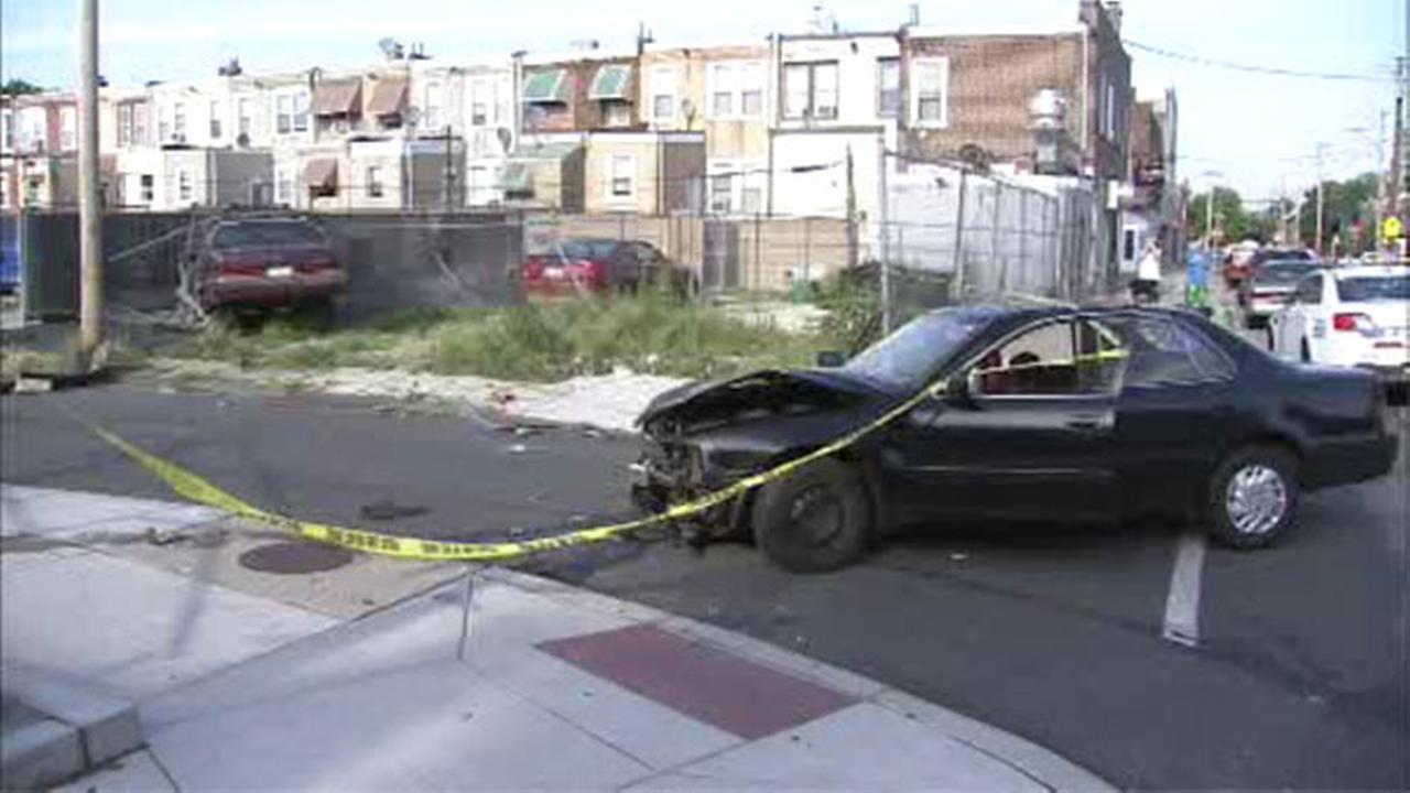 Shooting victim crashes car in Grays Ferry