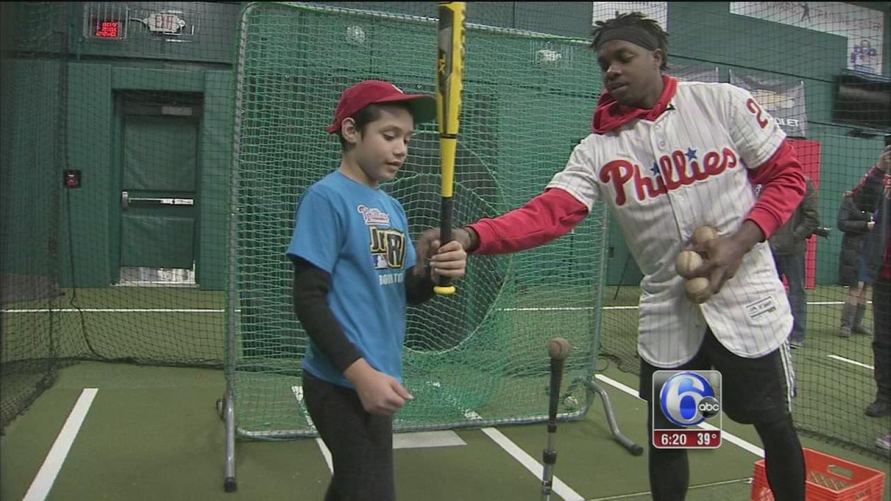 Phillies Roman Quinn gives back