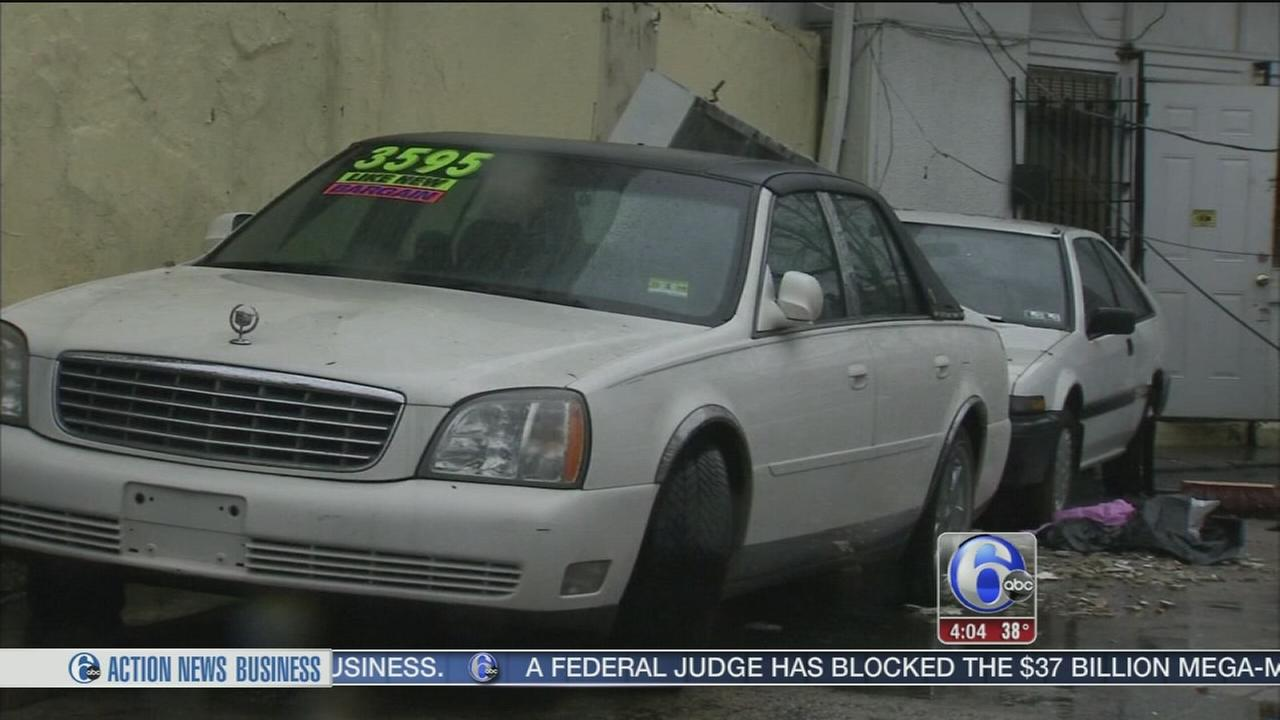 Man dead after wind blows sign from Philly car lot