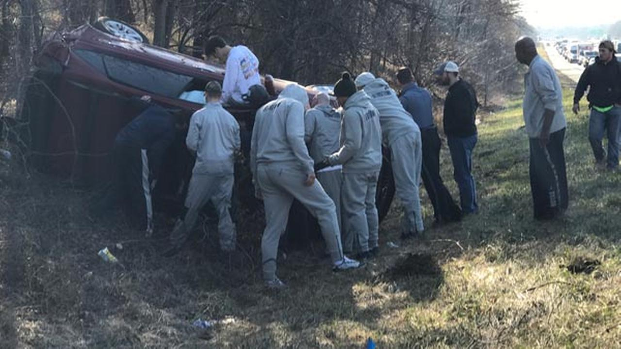 Georgetown Hoyas help I-95 crash victims on way to Philadelphia for Villanova game