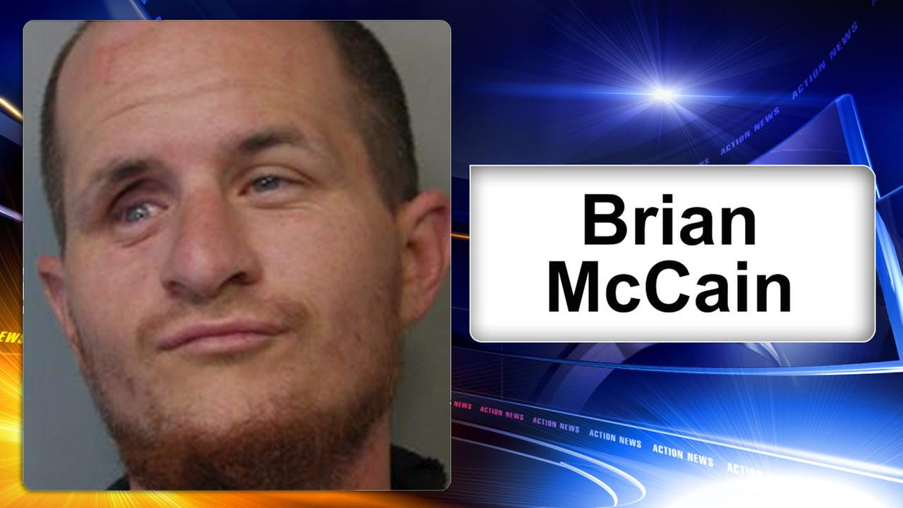 Police: Air Force member tackles robbery suspect in Delaware