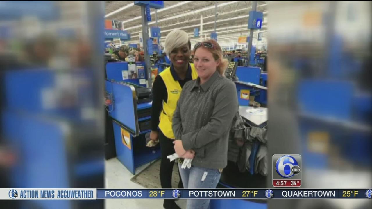 Walmart cashier gives mom of three $100 for groceries