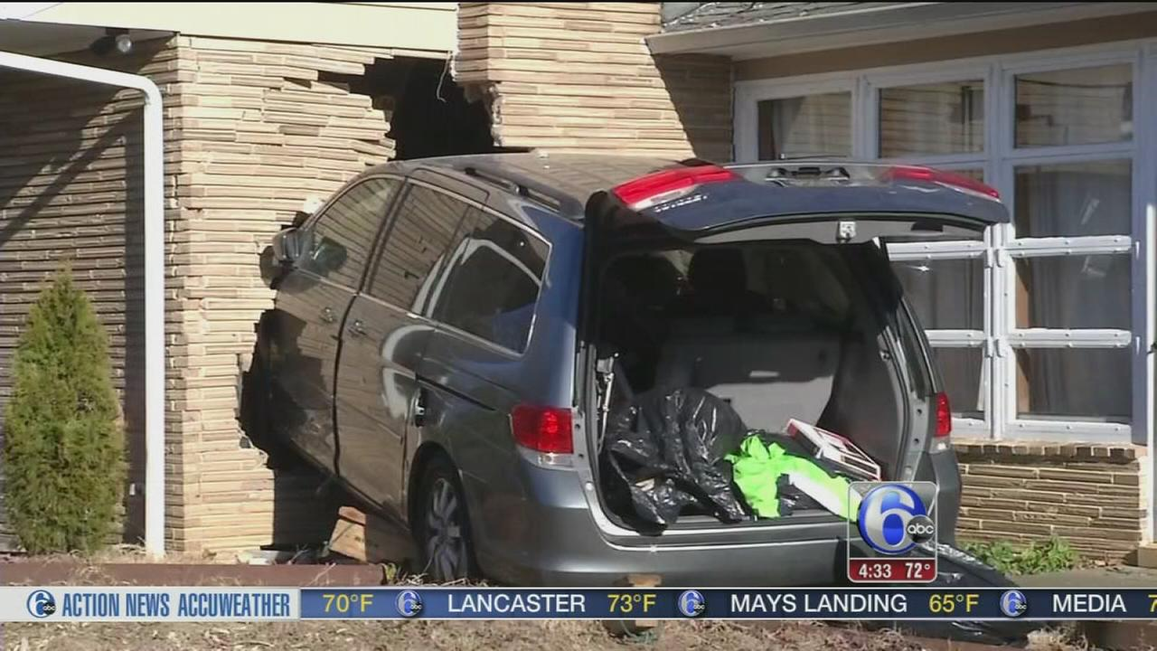 Driver suffers medical emergency, slams into Newark, Del. home