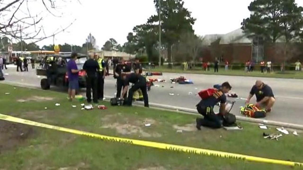 11 injured during Mardi Gras parade in Alabama