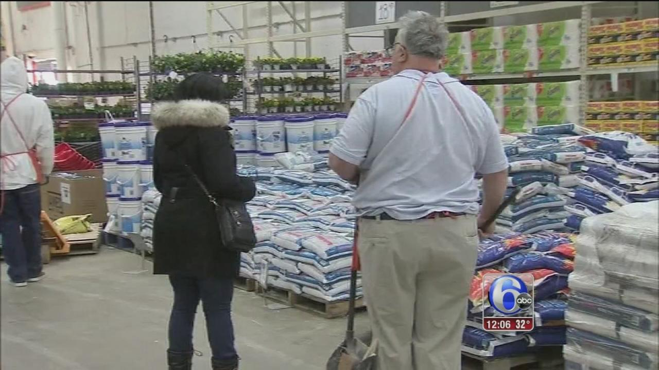 Shoppers stock up ahead of storm