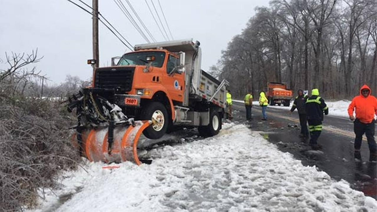 DelDOT plow truck crashes in Newark