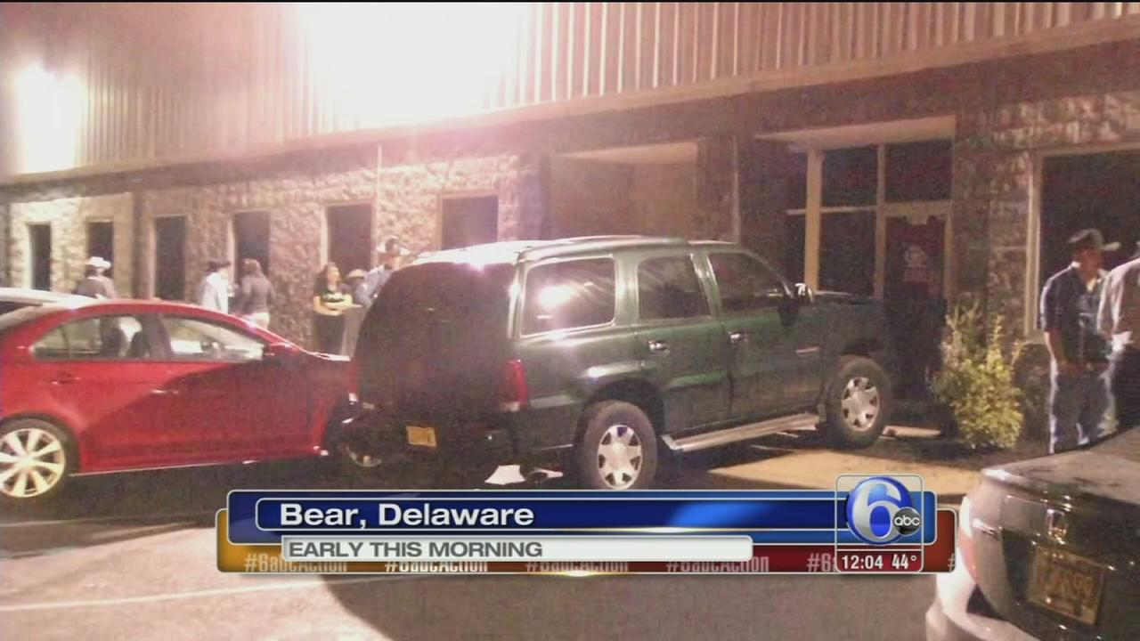 Man hit by SUV outside Del. restaurant dies