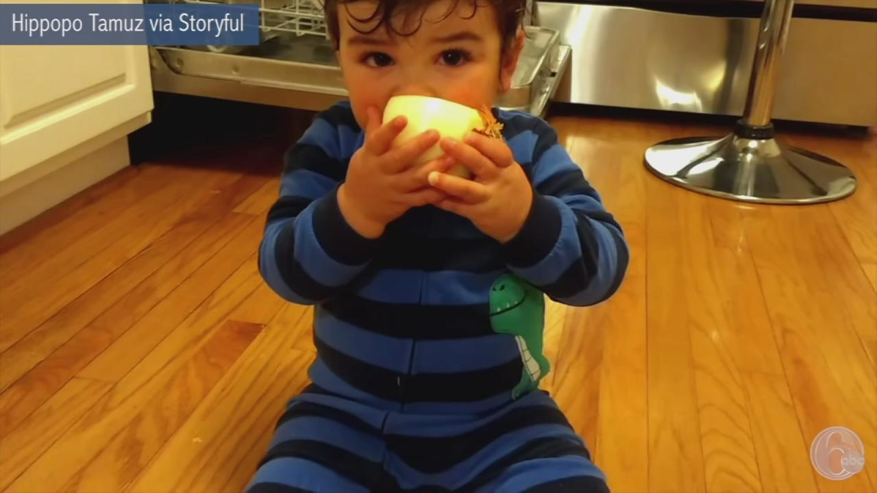 VIDEO: Baby enjoys raw onion