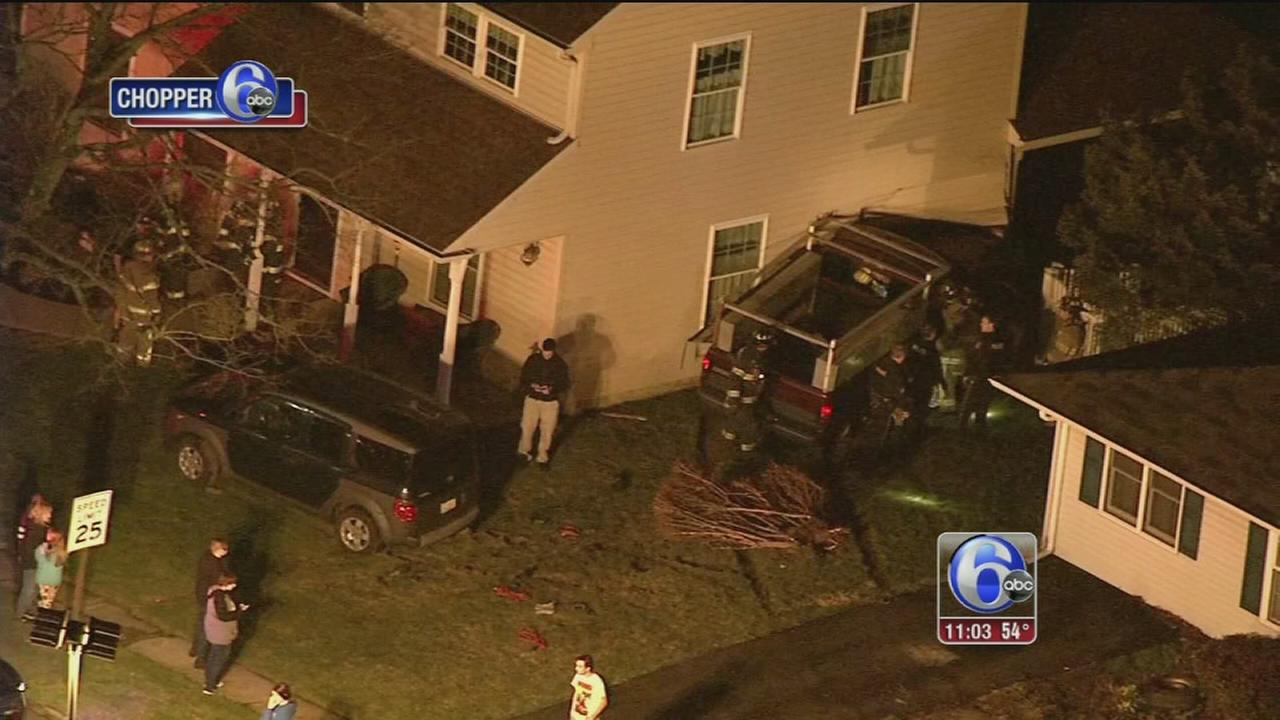 Truck crashes into Levittown house