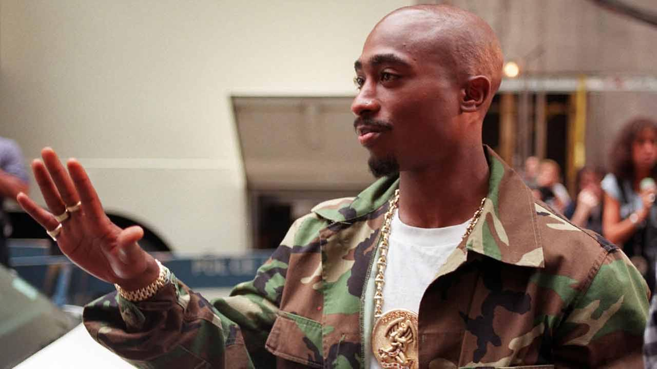Rapper Tupac Shakur arrives at New Yorks Radio City Music Hall, Wednesday, Sept. 4, 1996