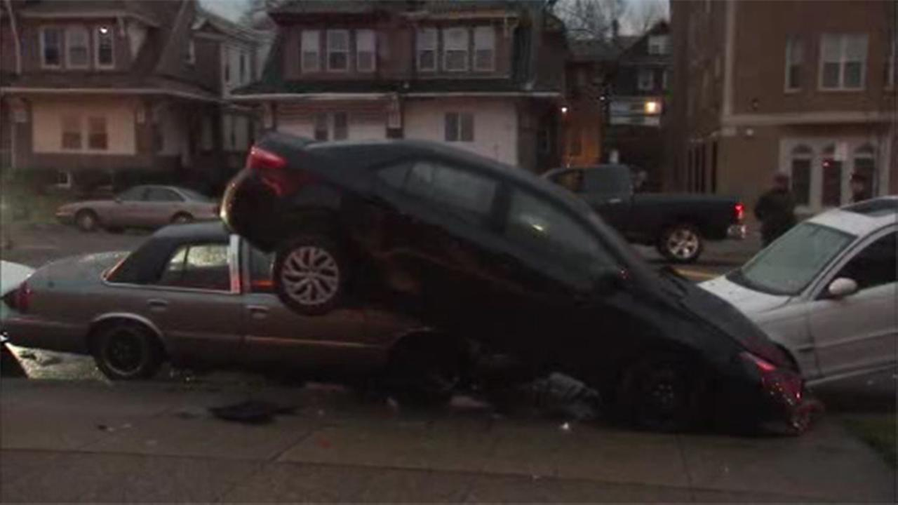 1 person hurt in car crash in East Oak Lane