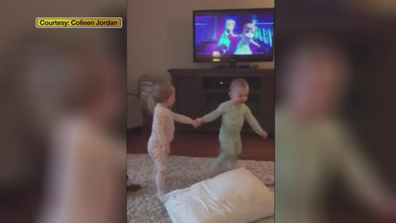 VIDEO: Twin toddlers re-enact scenes from Frozen
