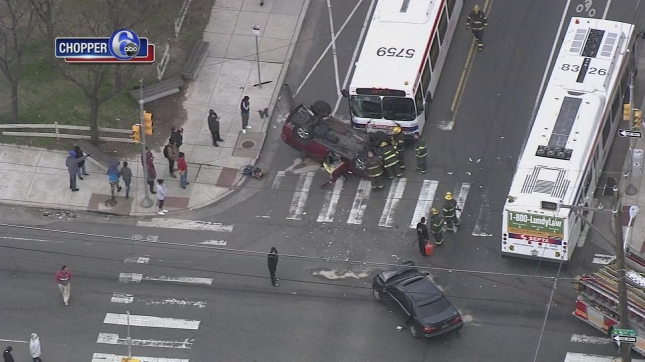 3 people hurt in crash involving a SEPTA bus
