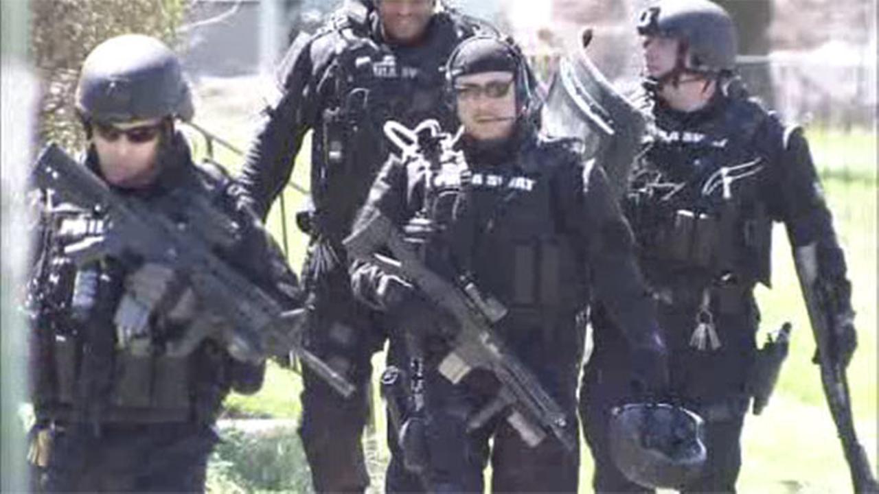 Police respond to Northeast Philadelphia barricade situation