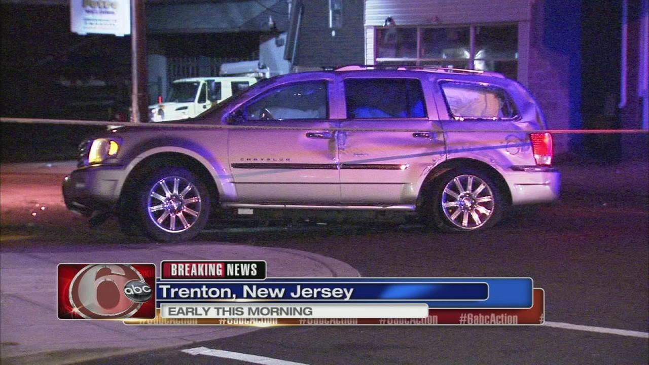 Trenton crash leaves several parked cars damaged