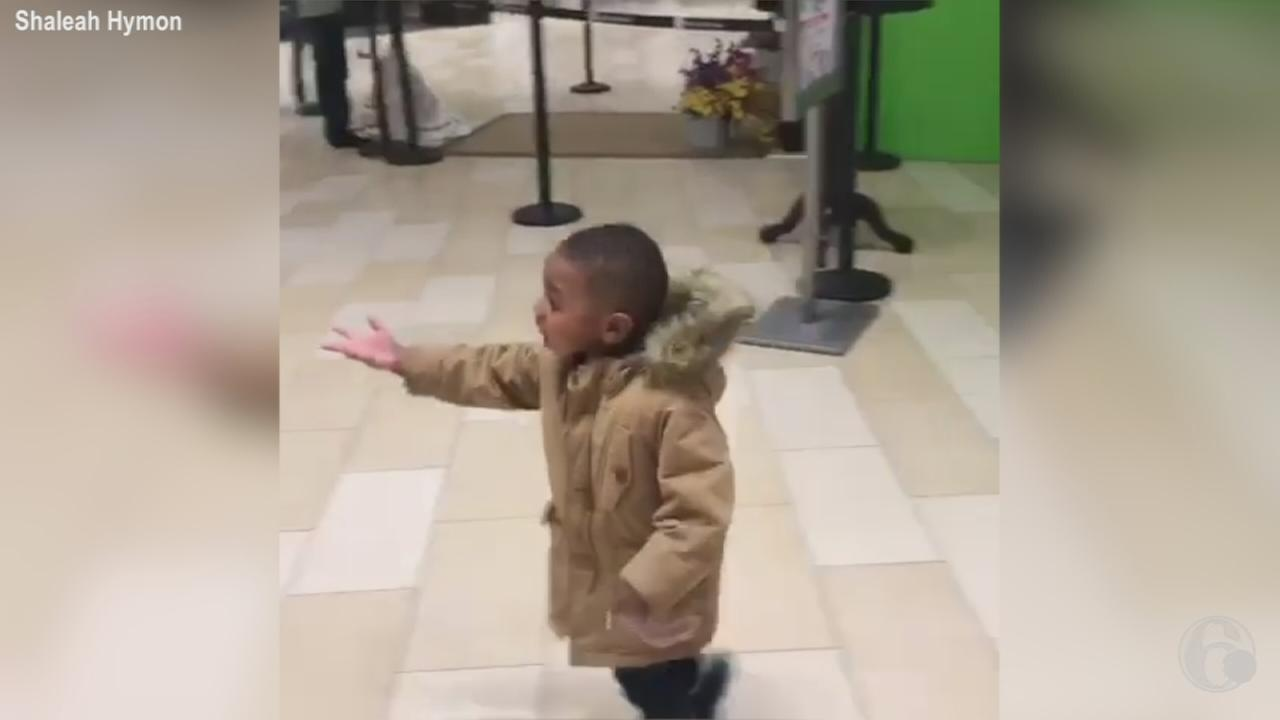 VIDEO: Little boy chases Easter Bunny through Christiana Mall