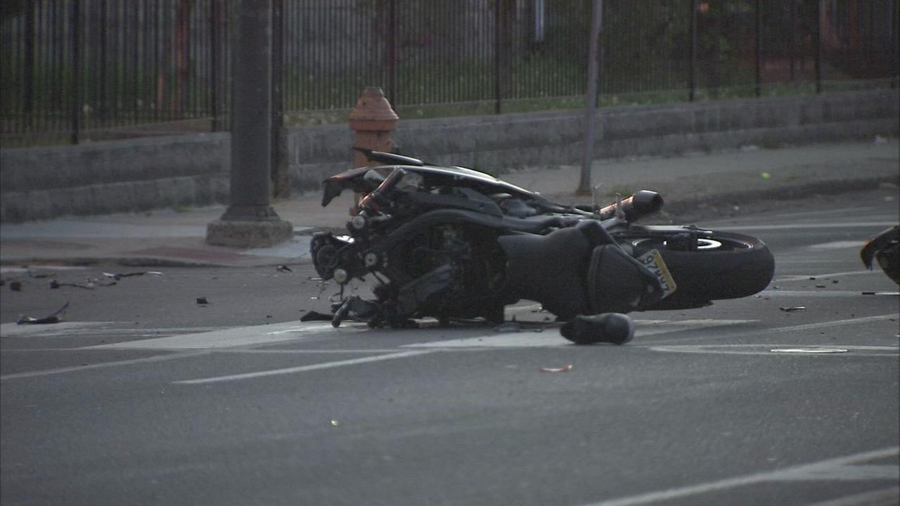 Minivan strikes motorcycle in West Philly hit-and-run, 2 hurt