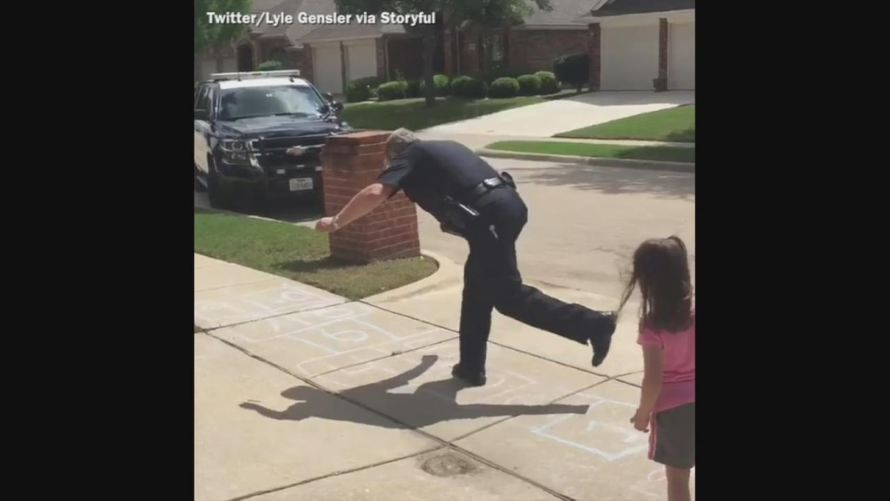 VIDEO: Officer plays hopscotch with young girl