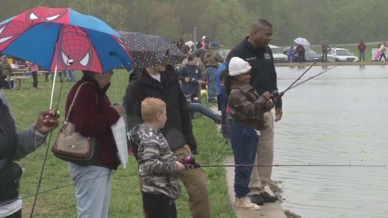 Kids in Delaware bonded with police while fishing