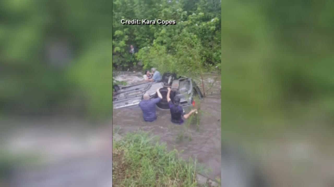 VIDEO: Bystanders rescue woman from submerged car