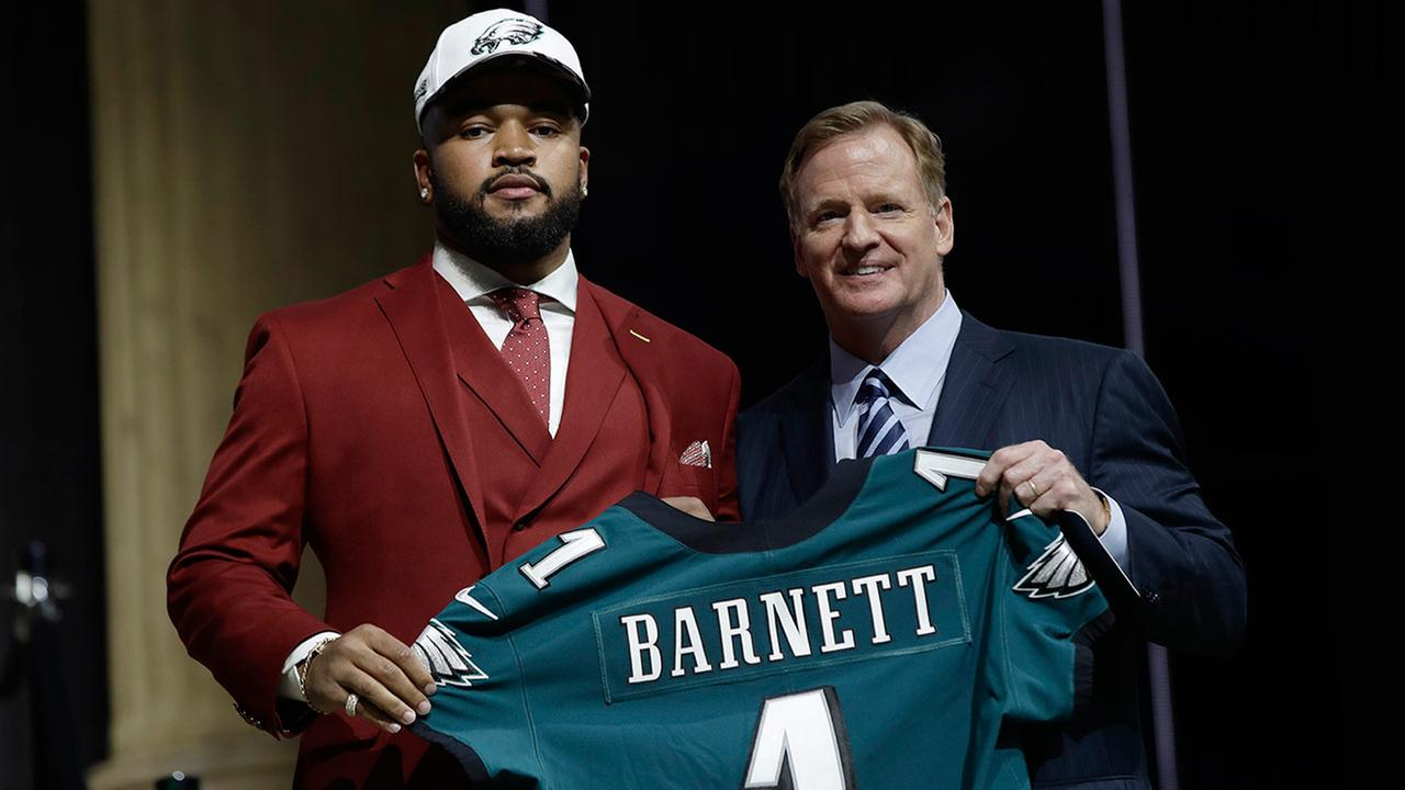 Tennessees Derek Barnett, left, poses with NFL commissioner Roger Goodell after being selected by the Philadelphia Eagles during the first round of the 2017 NFL football draft.