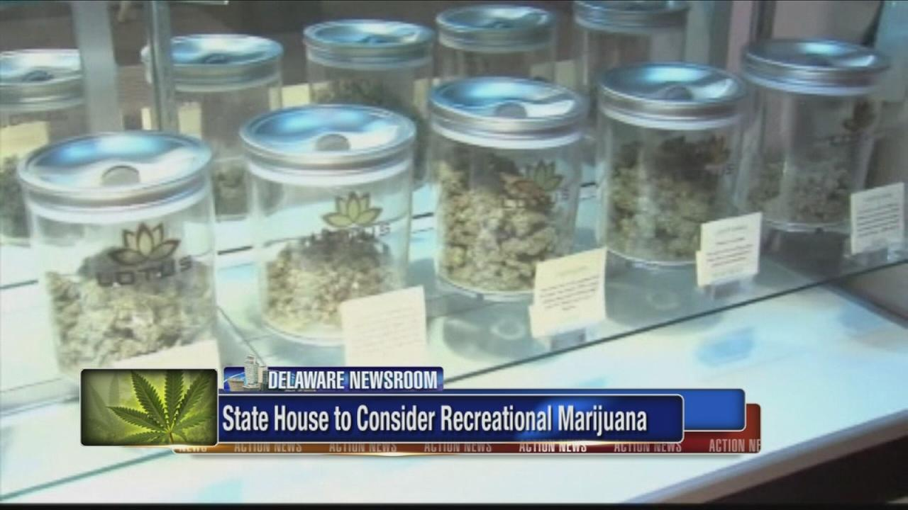 House panel approves marijuana legalization bill