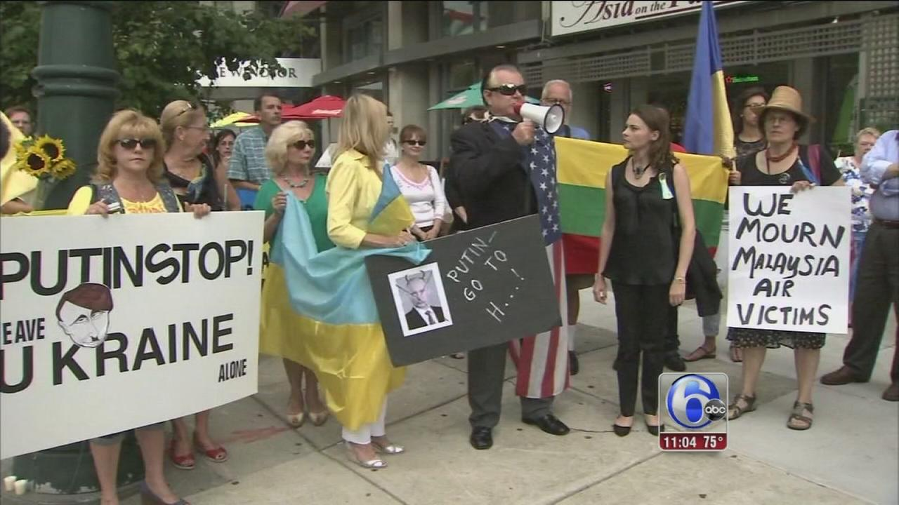 VIDEO: Local Ukrainians rally against plane disaster