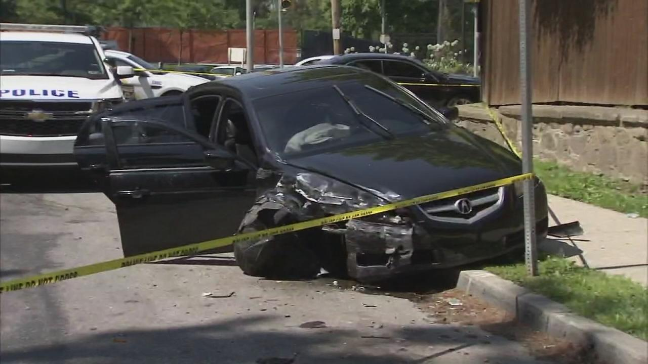 Philly police: Fleeing suspects crash in East Falls