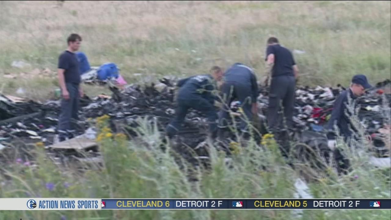 Plane Crash Bodies Photos Video: rebels load plane crash