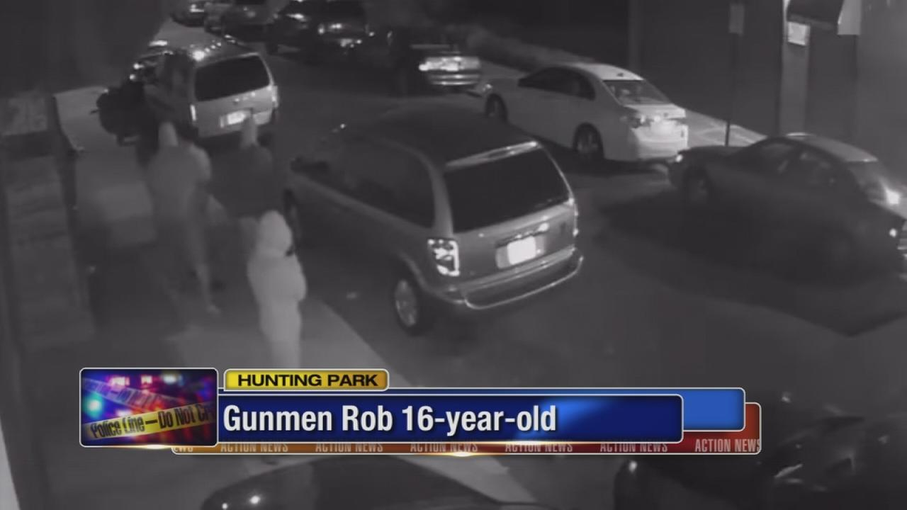 VIDEO: Teen robbed at gunpoint in Hunting Park