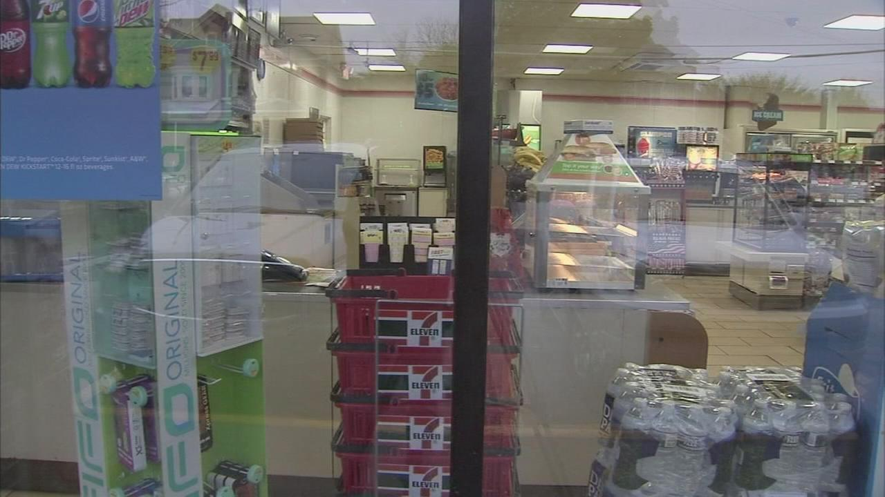 7-Eleven clerk shot during robbery