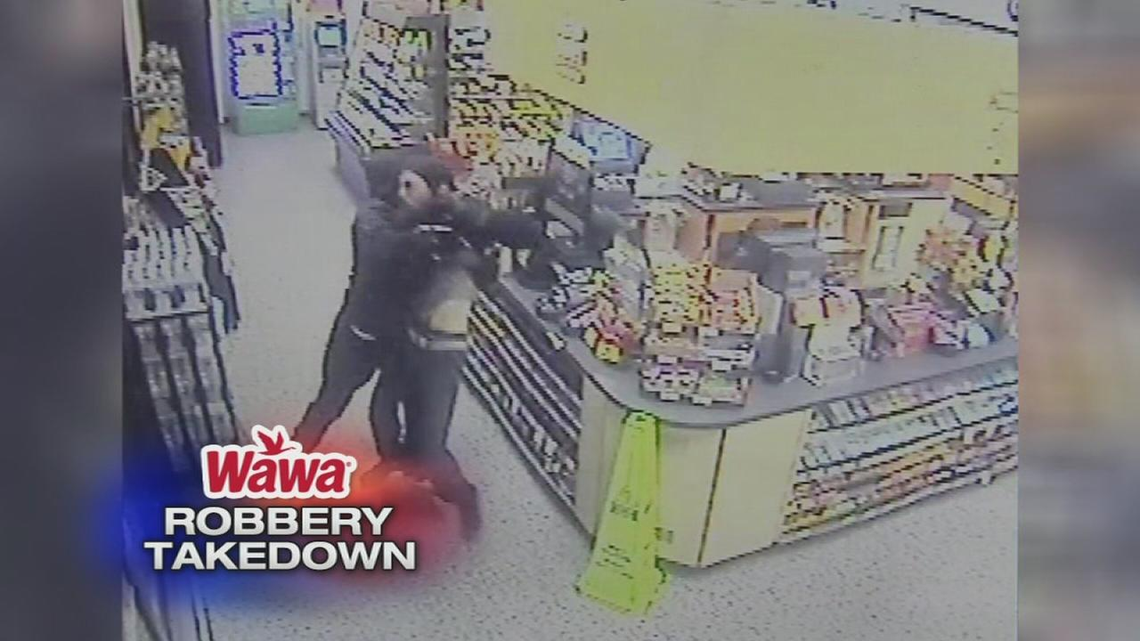 Bystander tackles robber during Wawa holdup