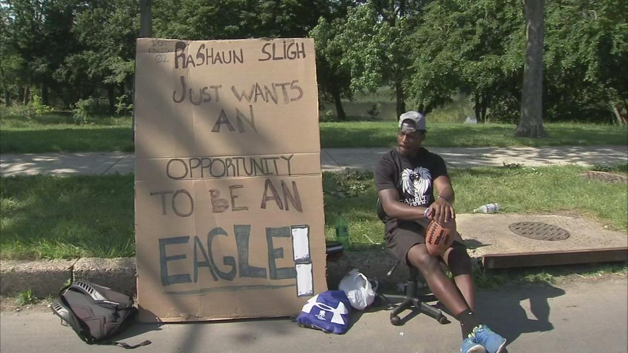 Fmr. Temple receivers wants Eagles job