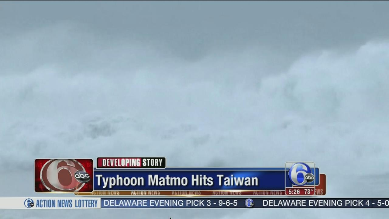 VIDEO:  Typhoon Matmo hits Taiwan