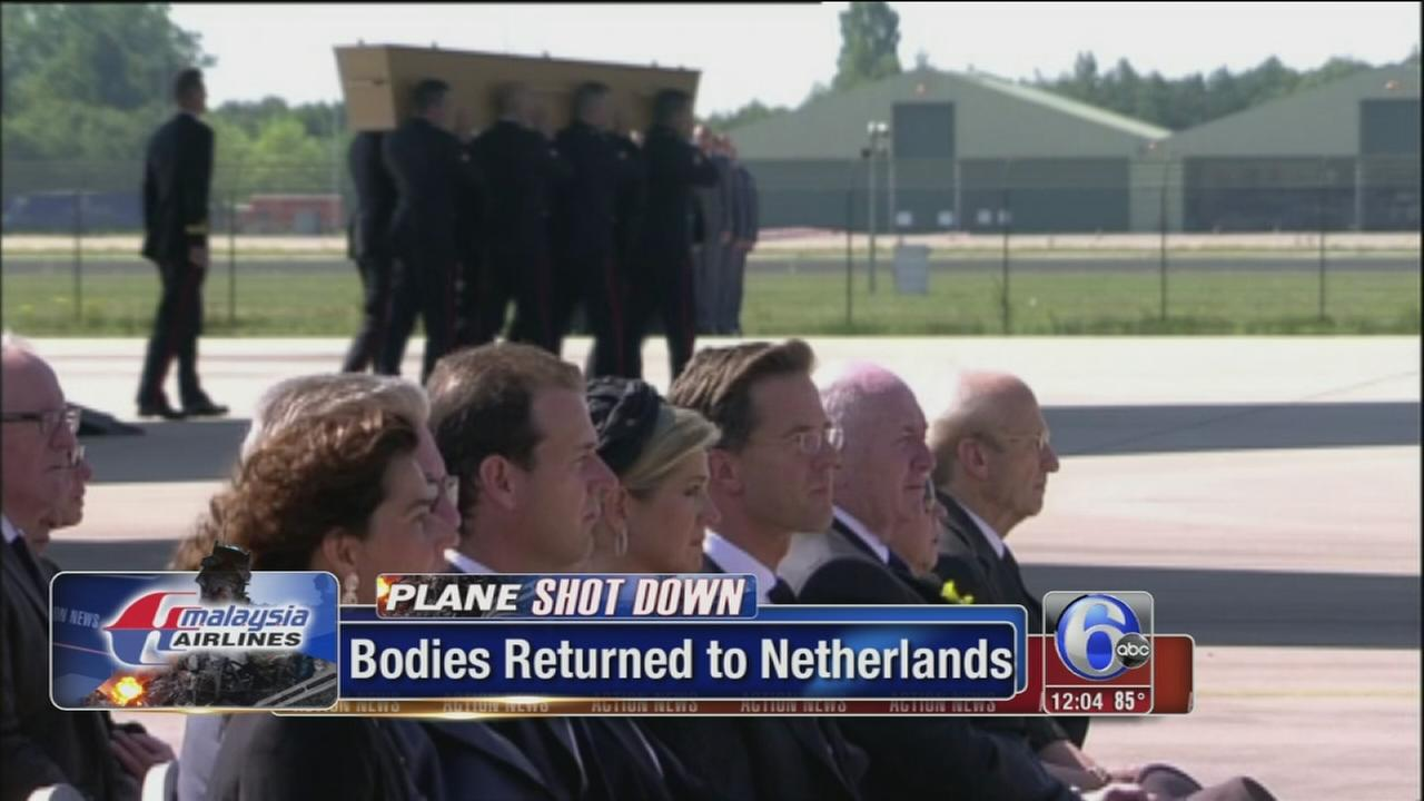 VIDEO: Malaysia jet victims bodies arrive in Netherlands