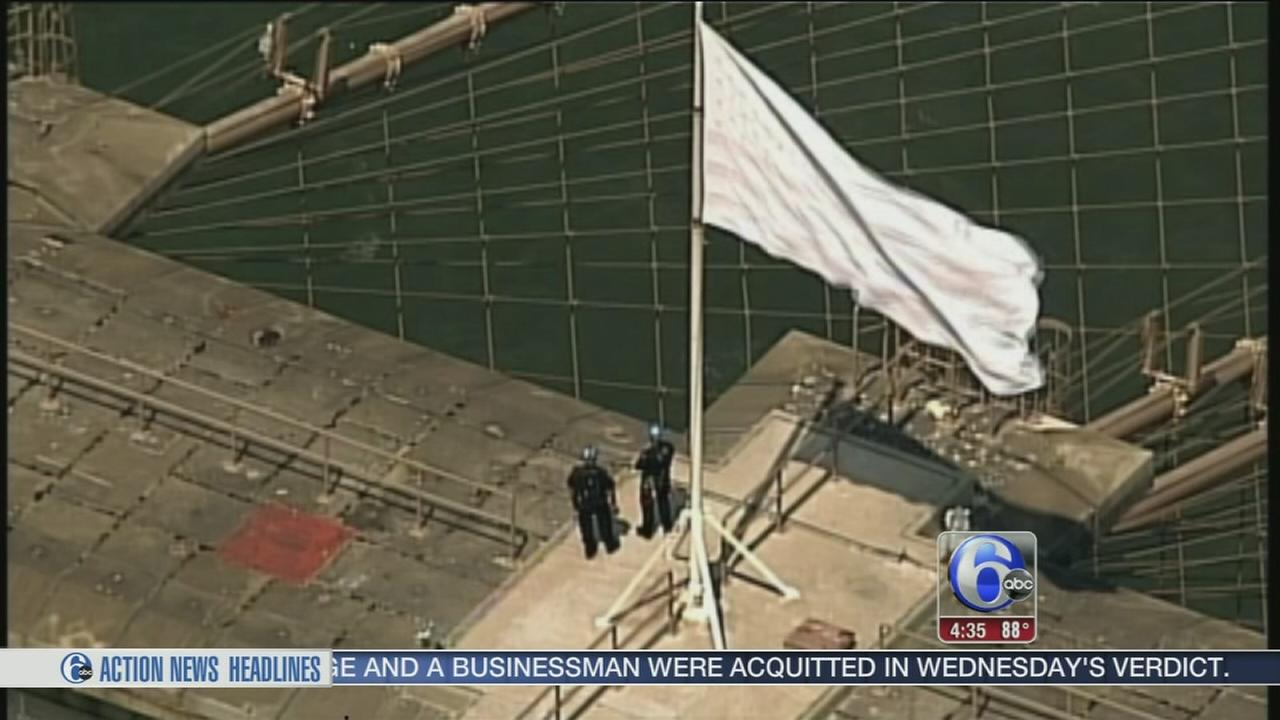 VIDEO: Police investigate flag switch on Brooklyn Bridge