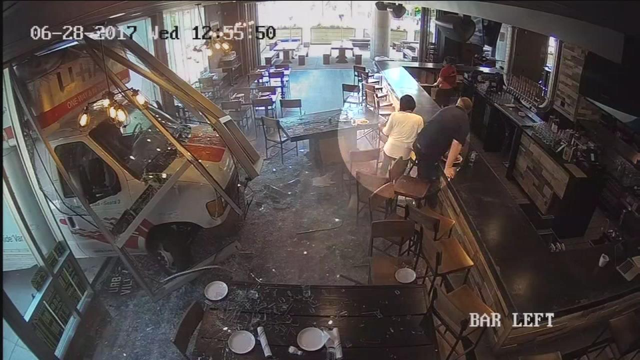 Driver in custody after U-Haul hits restaurant in NoLibs (VIDEO)