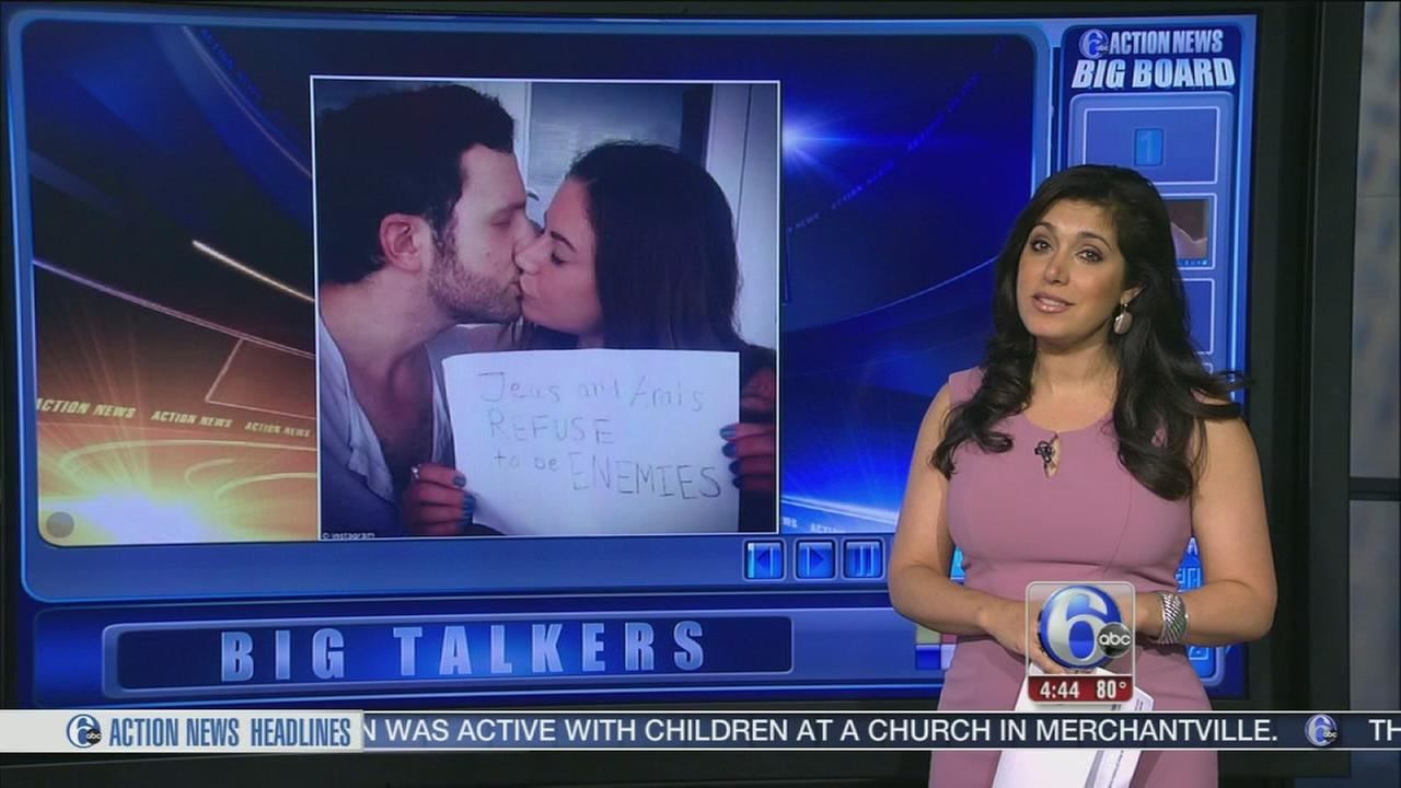 VIDEO: Couple kisses for Mideast peace