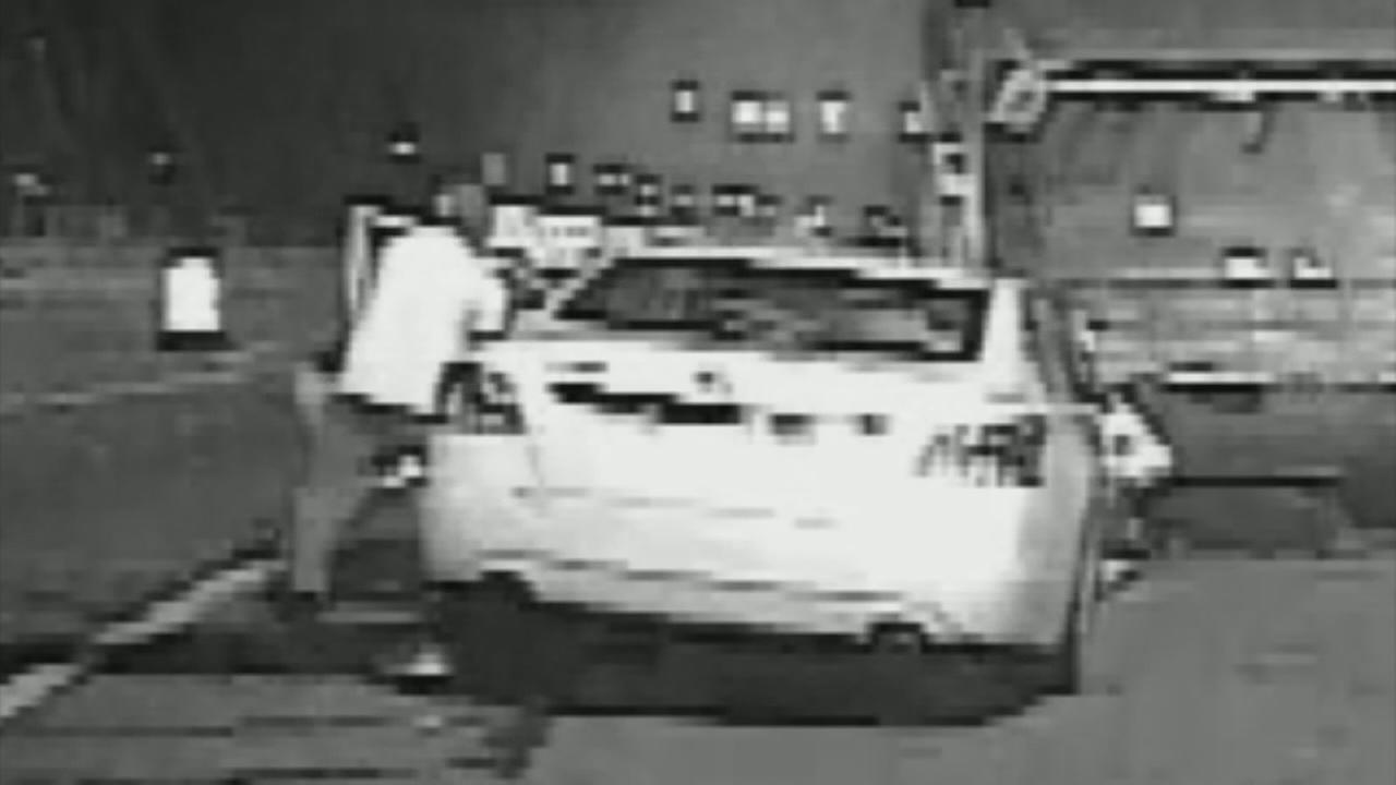 VIDEO: SEPTA officer saves man from burning car